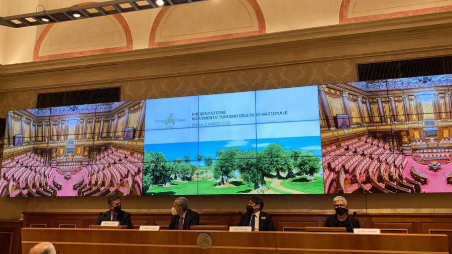 Presentato il nuovo Consorzio Movimento Turismo dell'Olio